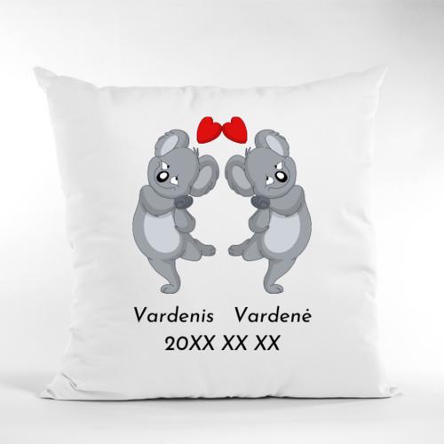 Dekoratyvinė pagalvė Įsimylėjusios kualos su vardais ir data