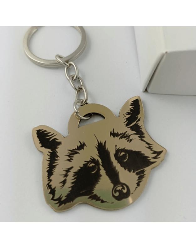 Graviruotas raktų pakabukas su auksiniu gyvūnu
