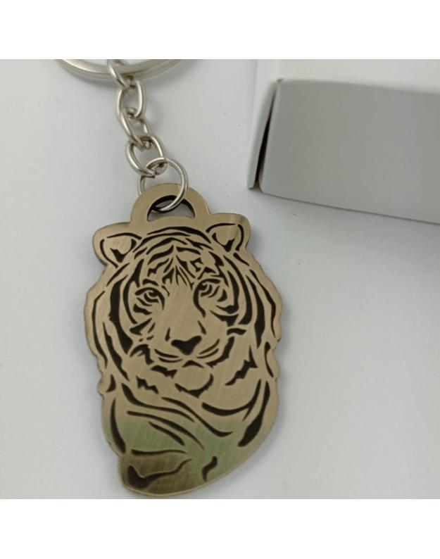 Graviruotas raktų pakabukas  su auksiniu tigru