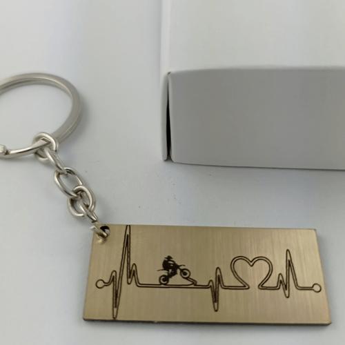 Graviruotas raktų pakabukas širdies pulsas su motociklu
